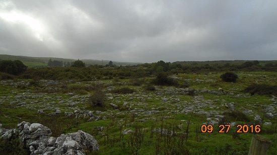 Caherconnell, Irlanda: Surrounding terrain