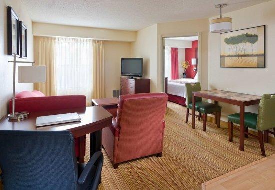 Peoria, IL: One-Bedroom Suite