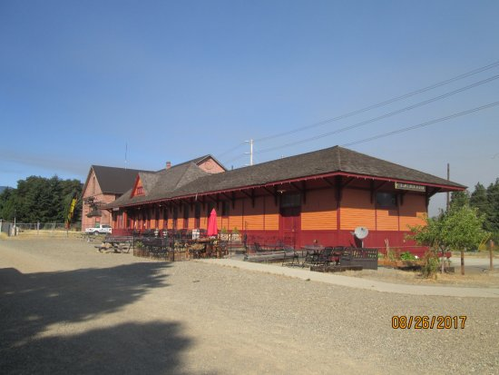 Iron Horse Inn Bed & Breakfast: Former (South) Cle Elum depot, now a restaurant.