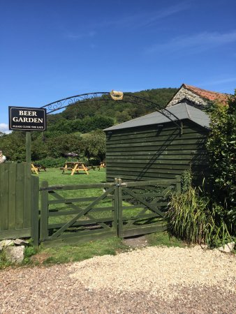 Axmouth, UK: The Ship Inn