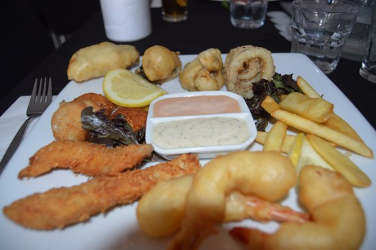 Burnett Heads, Australia: fried seafood platter for $35