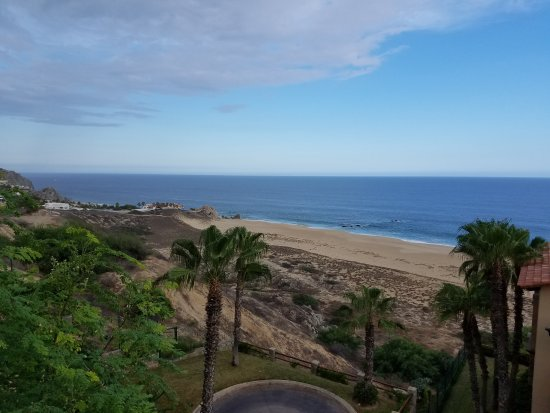 Pueblo Bonito Los Cabos Beach Resort: Pueblo Bonita at Sunset Beach is a fantastic resort.  Great food,  great amenities and the staff