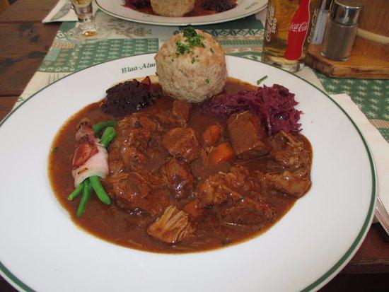 Blaa Alm: Gamsgulasch - Portionen sind groß ...und köstlich