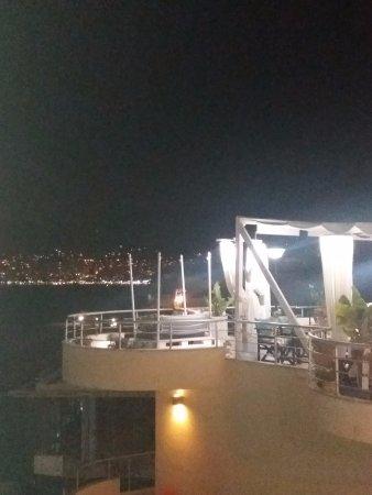 Seaside Saranda Hotel : Romantica cena vista Saranda