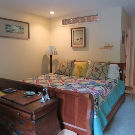 "Ann Arbor Bed & Breakfast: ""Ocean View"" king size bed"