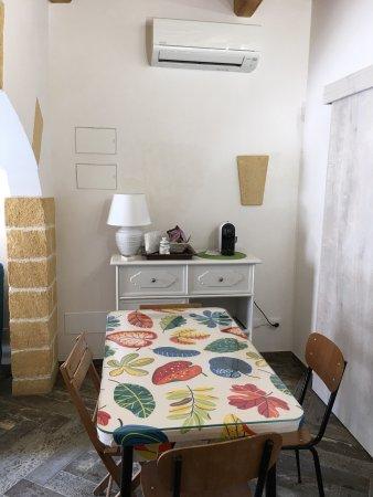 Cucina e salottino saletta da pranzo camera da letto super bagno superlativo giardino estern - Storie di letto ...