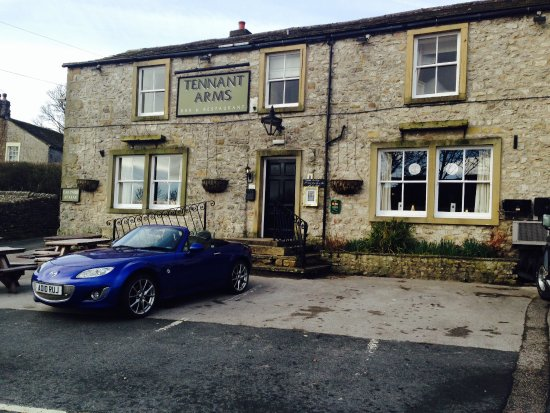 Tennant Arms Hotel: Possibly the best all round watering hole in the Yorkshire Dales. Exceptional rooms, excellent f