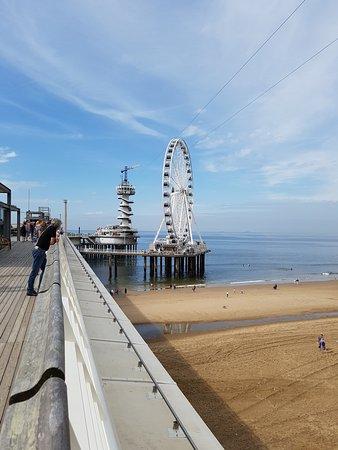 scheveningen pier and promenade スヘフェニンゲン de pier