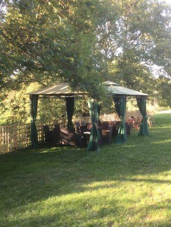 Corfe Mullen, UK: Interesting, if quirky pub / garden!