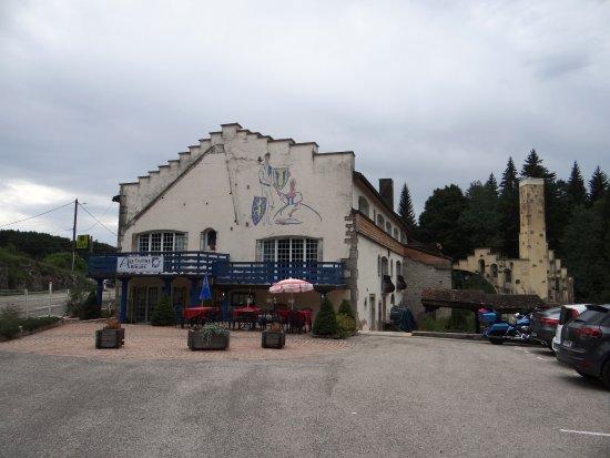 Fort-du-Plasne, Frankrike: L'entrée depuis le parking
