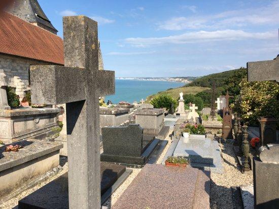 Eglise Saint Valery: Vue partielle du cimetière