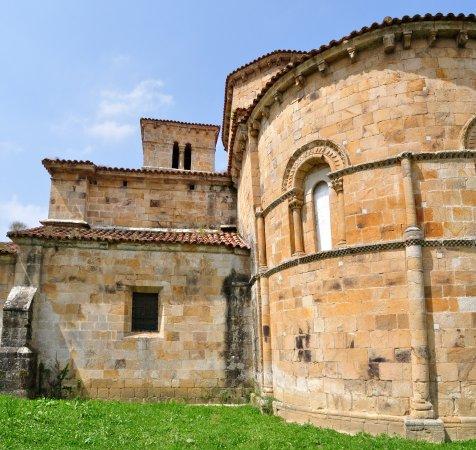 Castañeda, España: Añadido posterior en capilla derecha
