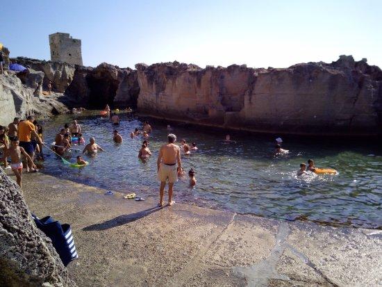 Marina Serra, Italy: Piscine costruite nei secoli scorsi che il mare ha reso naturali. A giugno e settembre meglio!