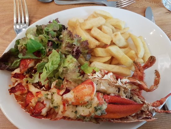 Bridgend, UK: Half Islay lobster. Beautiful!
