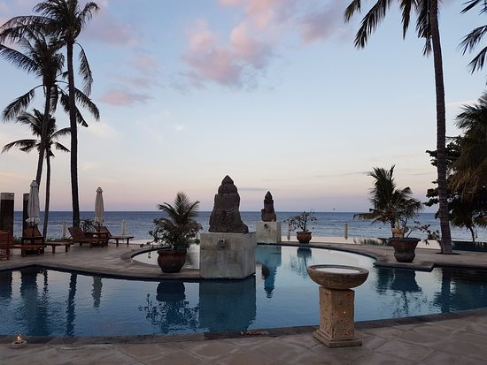 Poolbereich photo de siddhartha ocean front resort spa for 18 8 salon locations