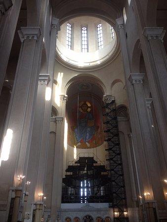Tsminda Sameba Cathedral: The dome.
