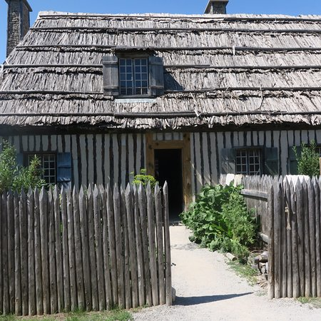Colonial Michilimackinac: A fort home and garden