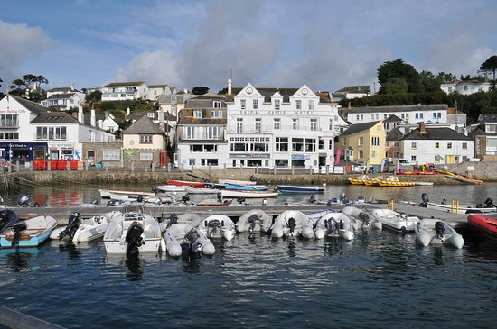 St Mawes, UK: Looking back at The hotel from ferry jetty
