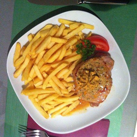Holderbank, Schweiz: Schweinssteak mit Pommes