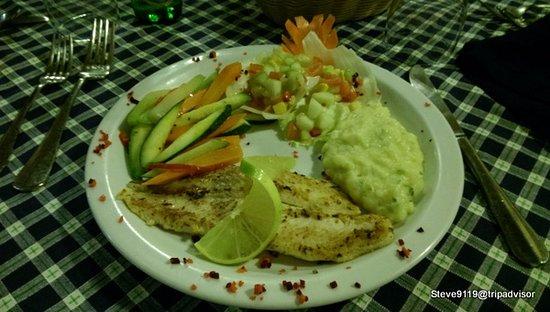 Hotel Tikal Inn: grilled fish