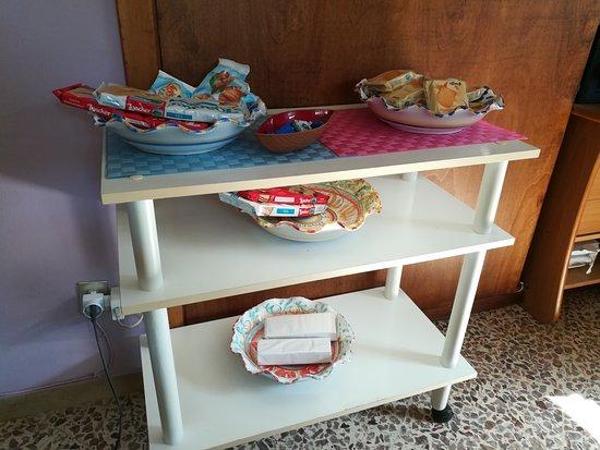 Marinello, Italy: Come a casa di amici!  Colazione top con scelta di granita con panna  artigianali! Gentilezza e