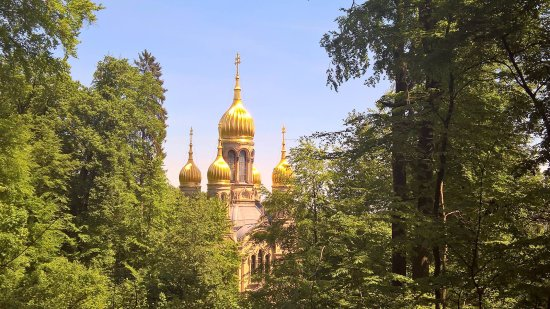 Russisch-Orthodoxe Kirche (auch : Griechische Kapelle): Спуск со смотровой площадки через лес