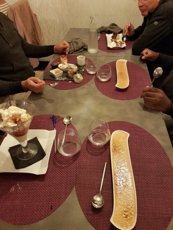 La Roche Chalais, Frankrijk: desserts, café gourmand, crème brûlée, profiteroles, glace