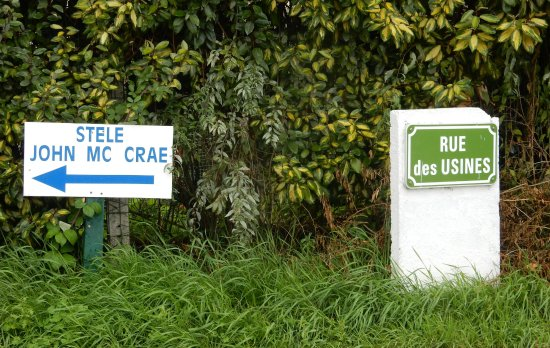 Camiers, France : Street signs