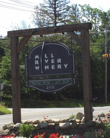 Rowley, MA: Mill River Winery