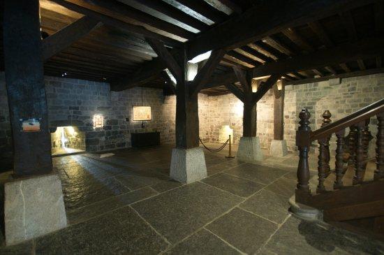 Santuario de Loyola: Planta baja o almacén de la casa natal