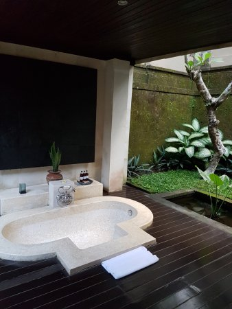 salle de bain semi exterieure picture of the ubud village resort spa ubud tripadvisor. Black Bedroom Furniture Sets. Home Design Ideas