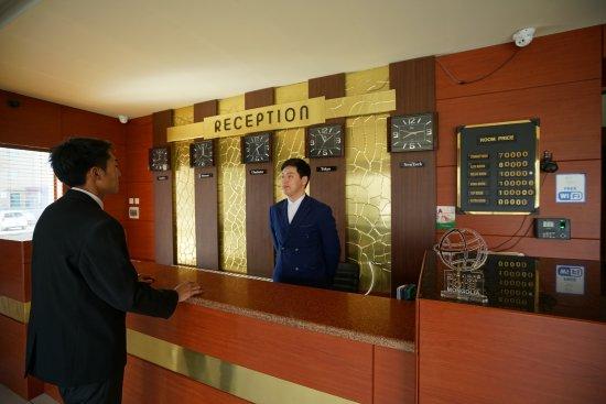 50 100 Hotel & Restaurant ภาพถ่าย