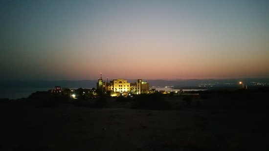 Holiday Inn Resort Dead Sea: Hotel view from the street