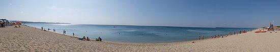 Cutro, Italia: Il mare al mattino presto e quando non c'è vento (non molto spesso)