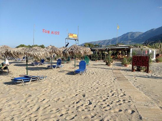 Sun Kiss Beach Bar: View from the beach