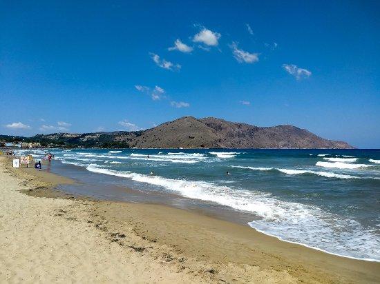 Sun Kiss Beach Bar: View towards Georgioupoli