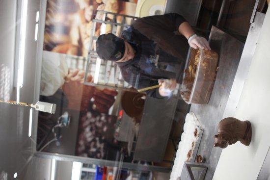 West Swan, Australia: Chocolate Live Making