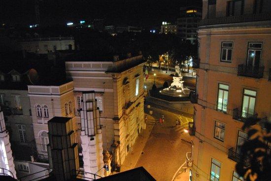Hotel Lisboa Plaza: vue de la terrasse sur l'avenue (avenida Da Liberdade)