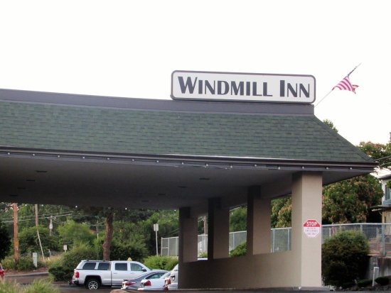 Roseburg, OR: A larger hotel is currently being built beside this one.
