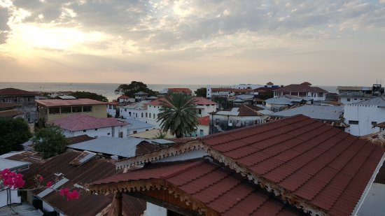 Dhow Palace Hotel: Rooftop views