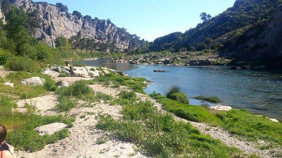Collias, Frankreich: un peu éloignée de l'eau mais superbe
