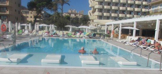 Protur Bonamar: Full Pool View