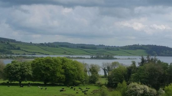 Castlepollard, Irland: View of Lough Lene from Collinstown Village