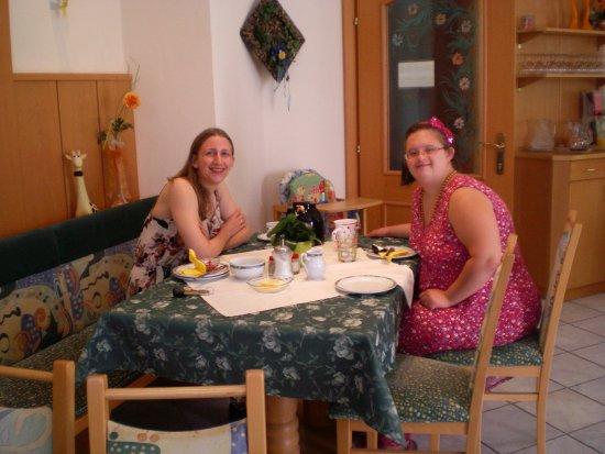 Jennersdorf, Avusturya: Ganz liebe Gäste im Frühstücksraum