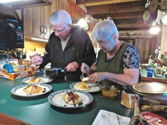 Allegan, MI: Pat and Mike preparing a scrumptious breakfast!