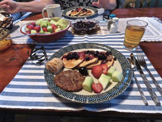 Allegan, MI: The finished breakfast spread ... delicious beyond words!