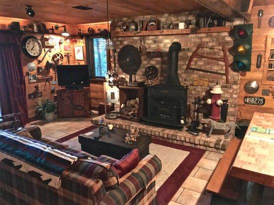 Allegan, MI: The sitting room downstairs ... total comfort, quiet solitude, amazing views!