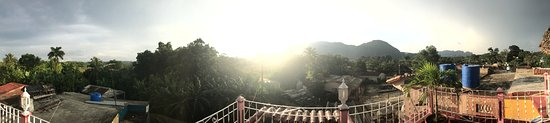 Casa Particular Ridel y Claribel: Panoramic view from the highest terrace of the house.