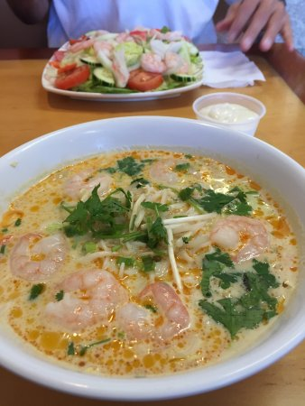 Hollister, CA: Curry shrimp noodle soup and a shrimp salad
