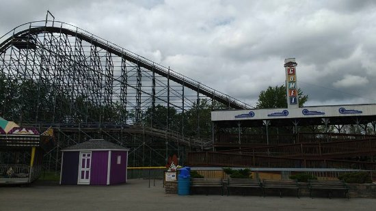 Grand Island, Estado de Nueva York: This is now my favorite wooden roller coaster. Quite the thrills!